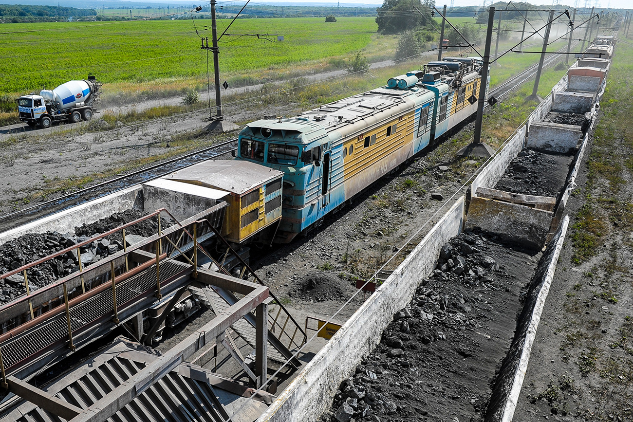 Ore from the quarry is delivered to the plant by conveyors, special railway cars and dump trucks. Stoilensky GOK also produces crushed stone, which is used mainly in road construction. Loose rocks and friable materials from the quarry, including earth, clay, loam, sand and chalk, are used in construction works and building materials.
