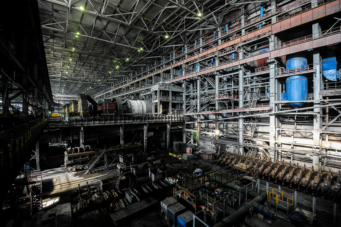 This is how the concentration plant looks on the inside. In the background are mills used to crush the ore to the required size before enrichment.