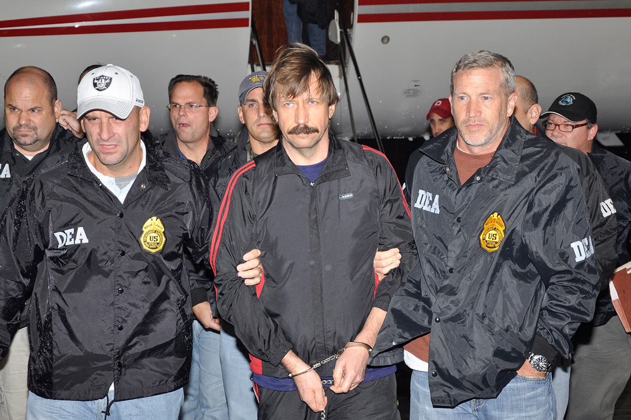 Suspected Russian arms dealer Viktor Bout (C) is escorted by Drug Enforcement Administration (DEA) officers after arriving at Westchester County Airport in White Plains, New York, Nov. 16, 2010. Source: Reuters