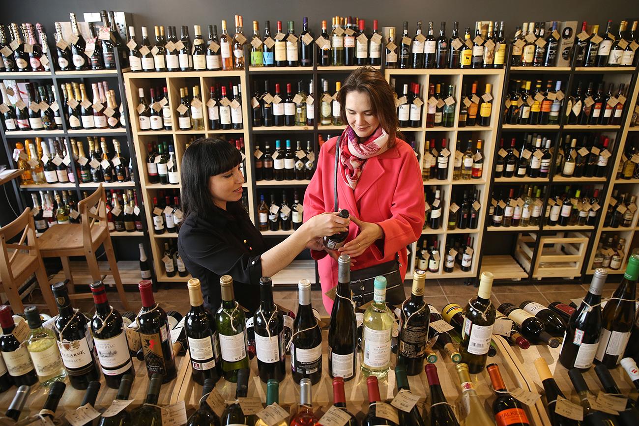 Le nuove misure adottate dal governo potrebbero seriamente colpire le società importatrici di vino.