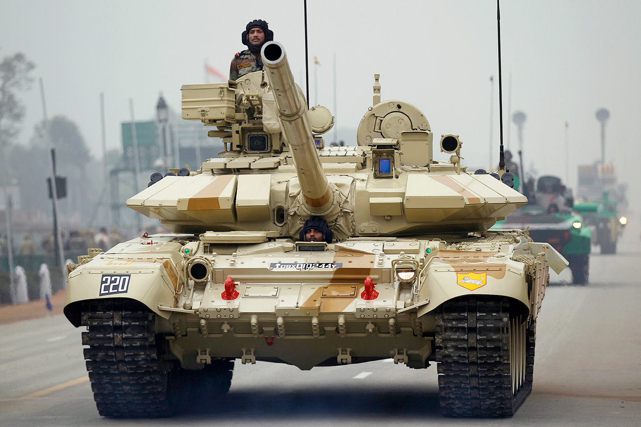 Tank T-90 buatan Rusia.