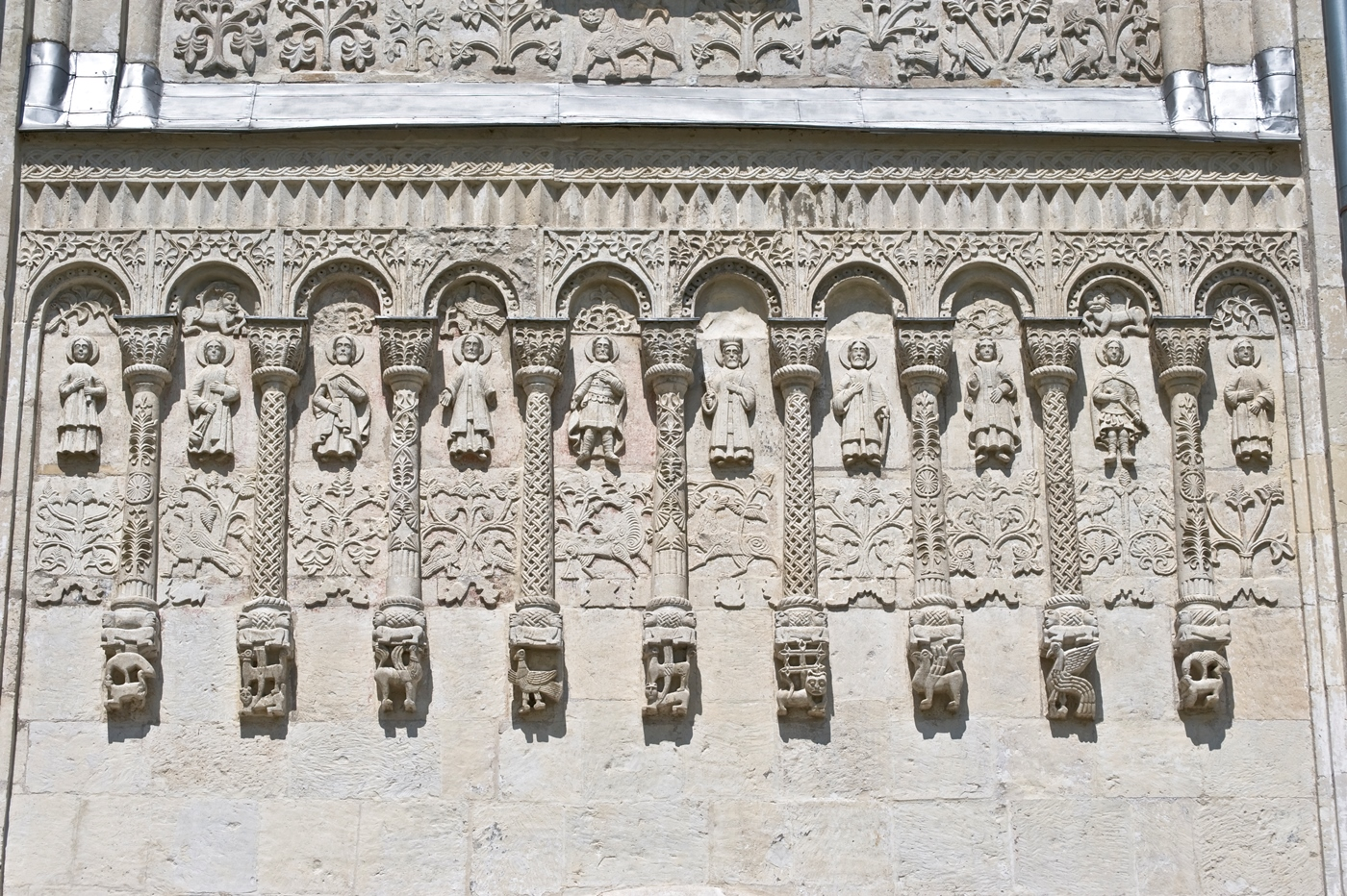 Vladimir. Cathedral of St. Dmitry. Arcade frieze at center of south facade. July 18, 2009. / Photo: William Brumfield