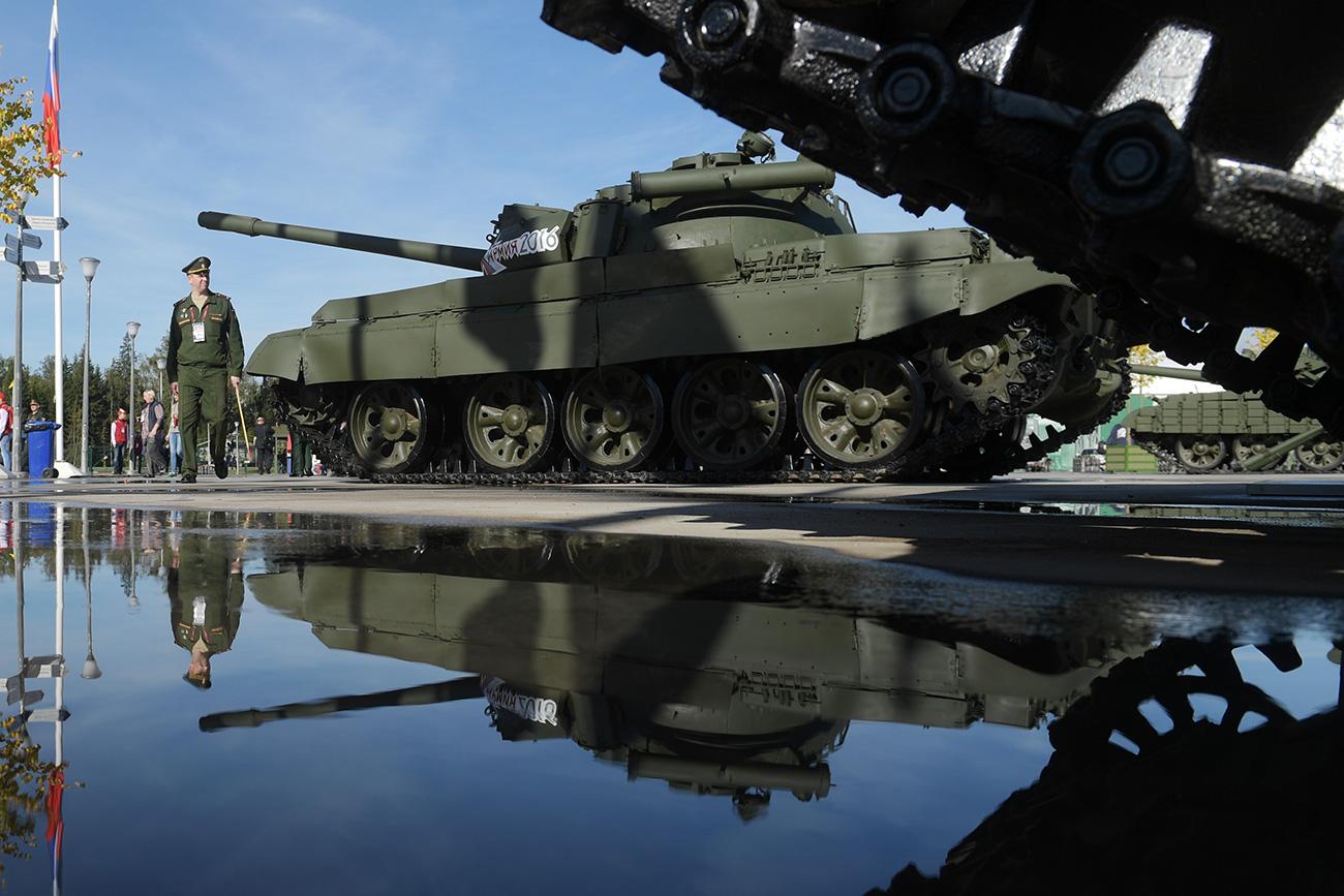 Primeiro tanque soviético em série T-55 MB, fabricado de 1958 a 1979, já possuía um sistema automático de defesa nuclear