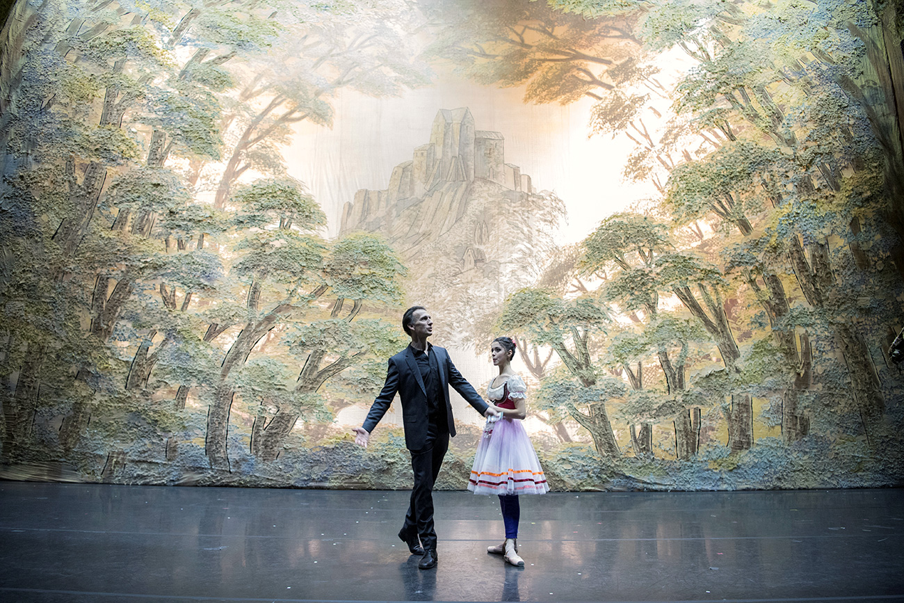 French dancer Laurent Hilaire with a ballerina ahead of the theater's performance of Giselle in Moscow. / Photo: AFP