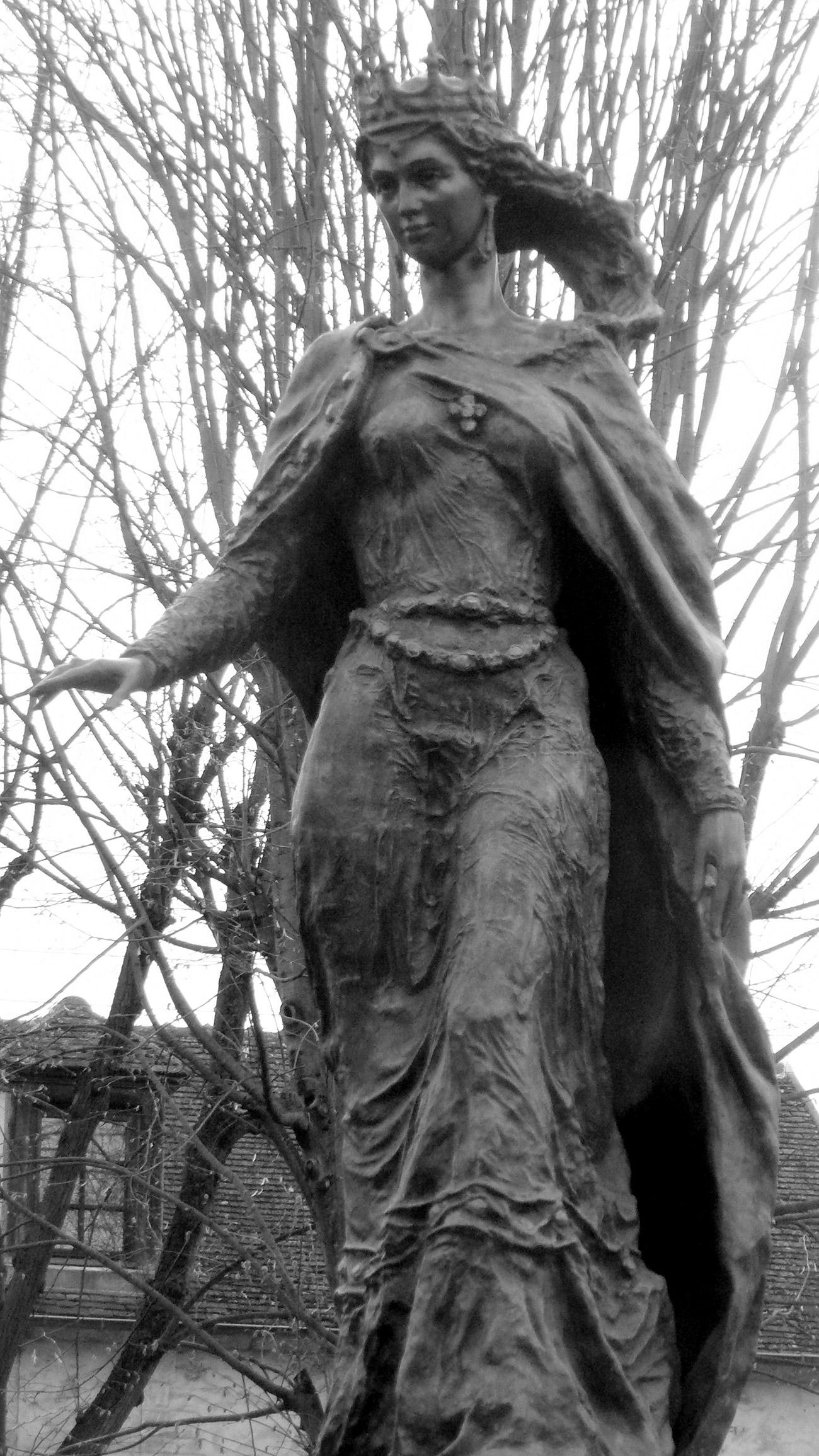 Spomenik Ani Ruski v mestu Senlis (Oise, Francija)