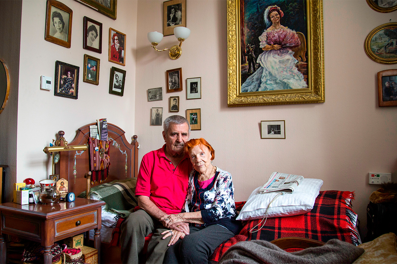 Nina Shumskaya (89) and Valentin Pautov (89) met when they were kids and lived in Turkmenistan but they didn't communicate at that time. Later Nina became an opera singer, and Valentin became an actor. They met again when they both were 69 and got married.