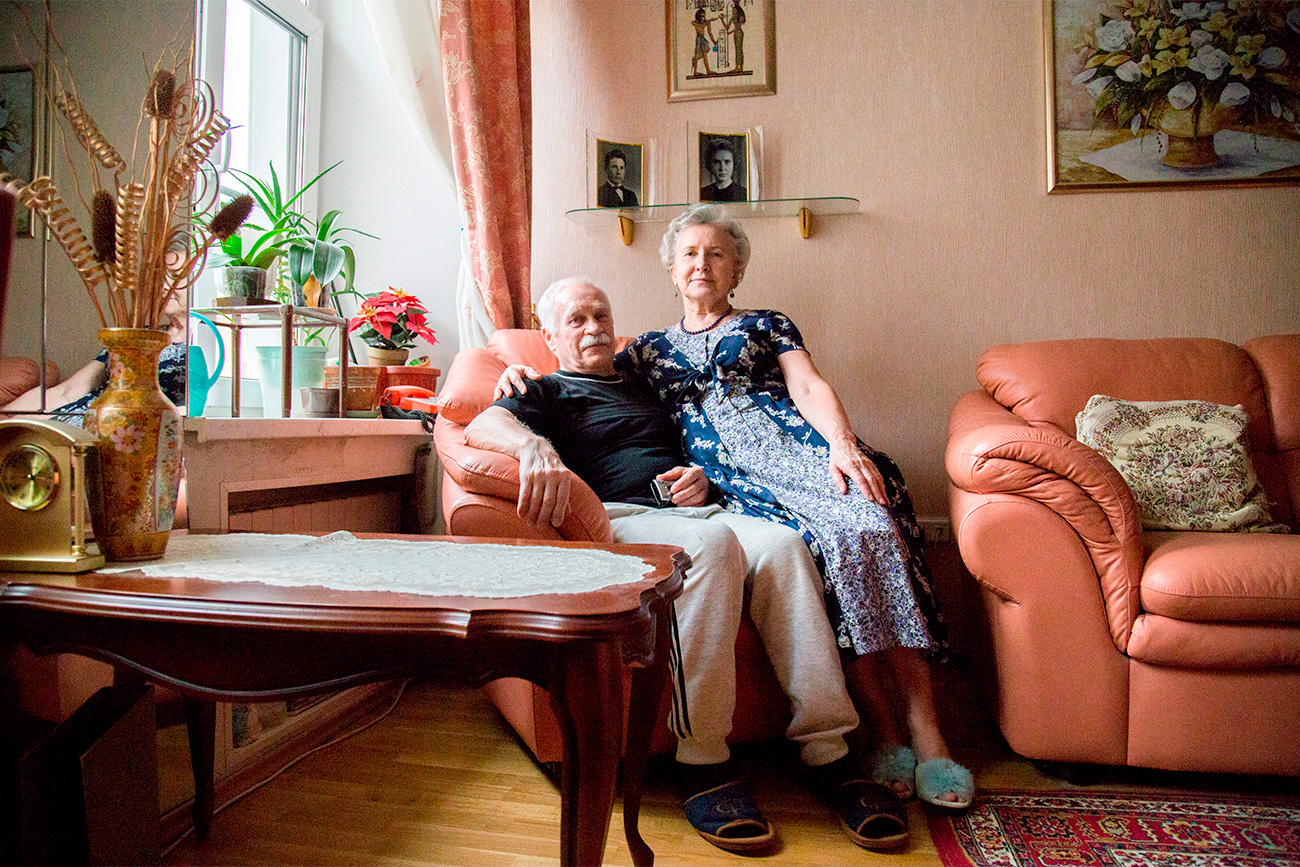 Galina Chunina (75) and Aleksei Gordienko (73) met in 1959 in the Russian Far Eastern city of Blagoveshchensk as students of a geological technical school. In 1960 they moved to different towns, but managed to keep in touch. In 1967 Galina Ivanovna married another guy, which is why they stopped writing letters to each other. 47 years later Galina Ivanovna contacted Aleksei via social media, and he moved from Ukraine to St. Petersburg to marry Galina. // It goes without saying that love between these people truly exists, but this is a type of love without any long-terms plans or expectations, such as having children.