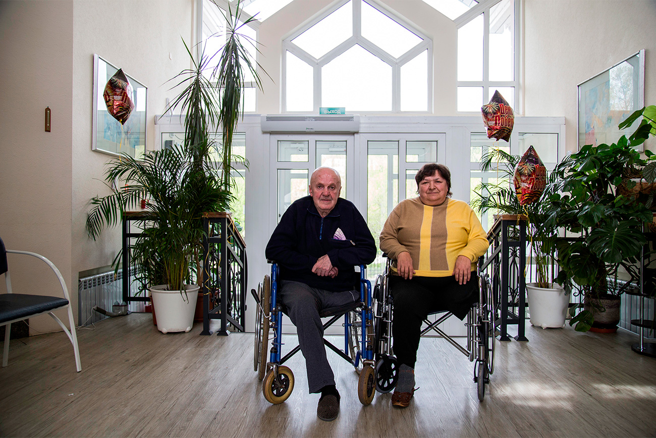Olga Orlova (63) and Sergey Petrov (65) met at a private home for elderly people. They both moved there voluntarily as they did not want to be a burden for their relatives who had to take care of them. Almost all who come to the home are physically impaired: they are unable to walk or speak. This is why the couple does not have many friends there, but they have a plenty of free time for talking, reading books and playing board games.