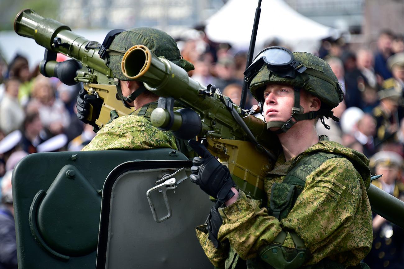 Sistemas de Defensa Aérea Portátil Igla-S durante el desfile del 9 de mayo en Vladivotok.