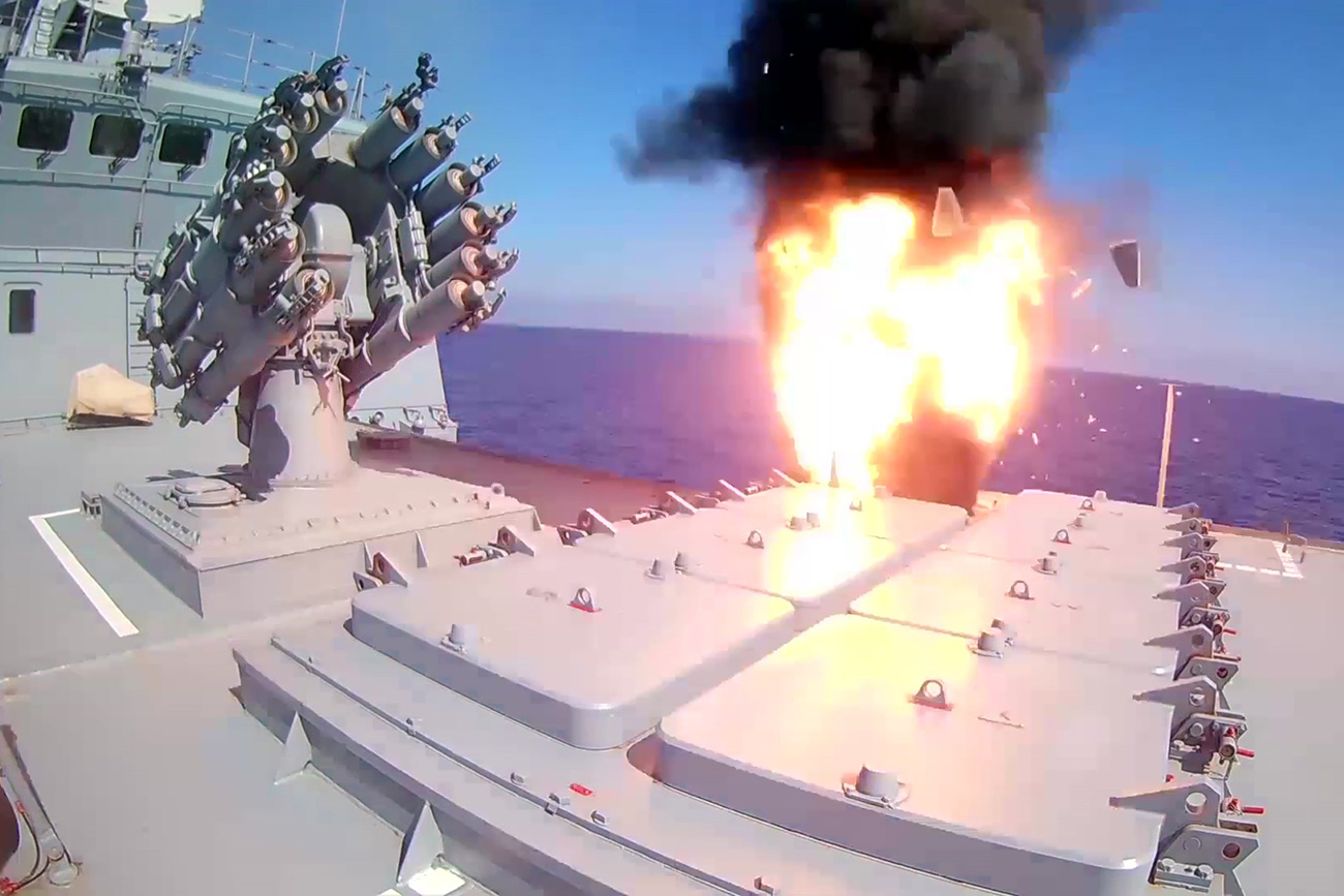 Russian frigate Admiral Essen launches Kalibr cruise missiles at ISIS facilities (the Islamic State international terrorist organization banned in Russia) near Palmyra. A screenshot of a video provided by the Defense Ministry. The image is a handout provided by a third party. Only for internal editorial use. Archiving, commercial use, including advertising, is prohibited.