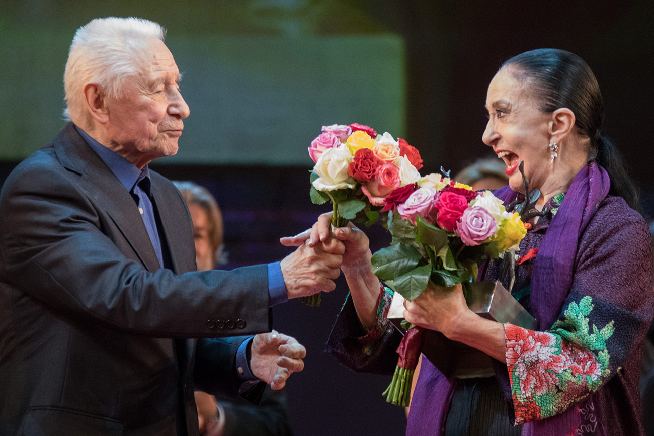 """The honorary prize """"For Lifetime Achievement"""" went to the legendary ballerina and choreographer from Uruguay Marcia Haida (right). Source: Mikhail Logvinov"""