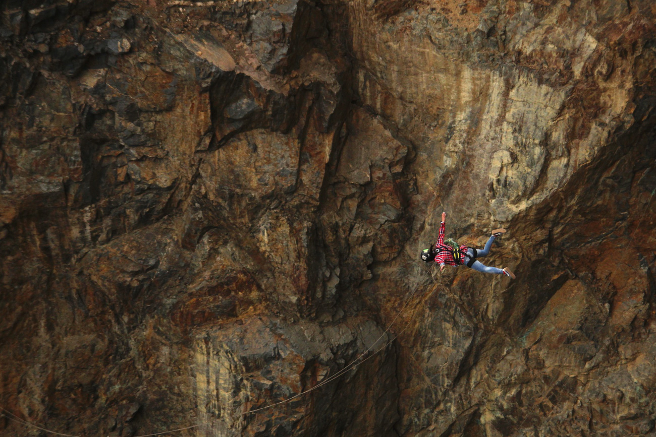 Rope jumpers often go on expeditions to places like Caucasus where they can jump from rocks. / Zemlya pryzhkov team