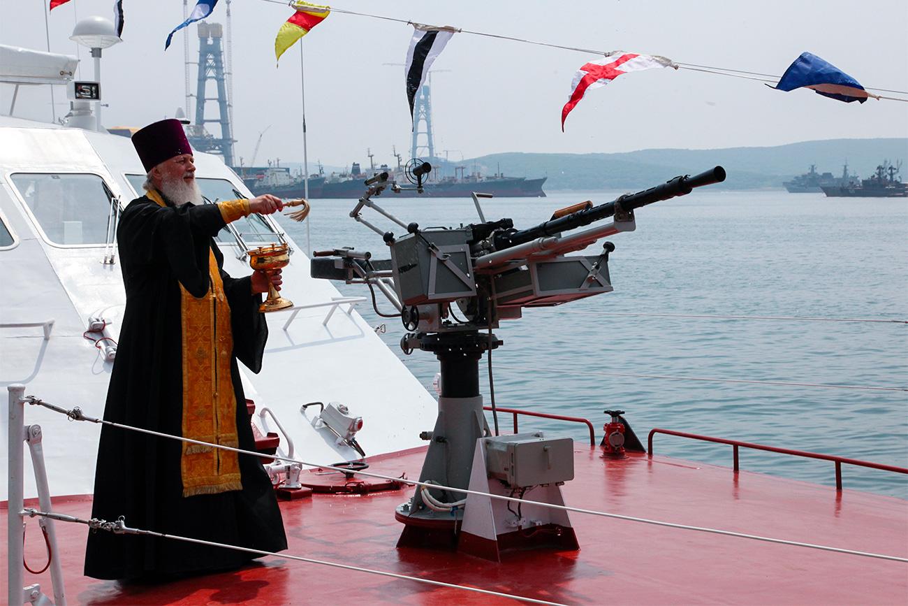 Освећење новог патролног чамца руске обалске страже.