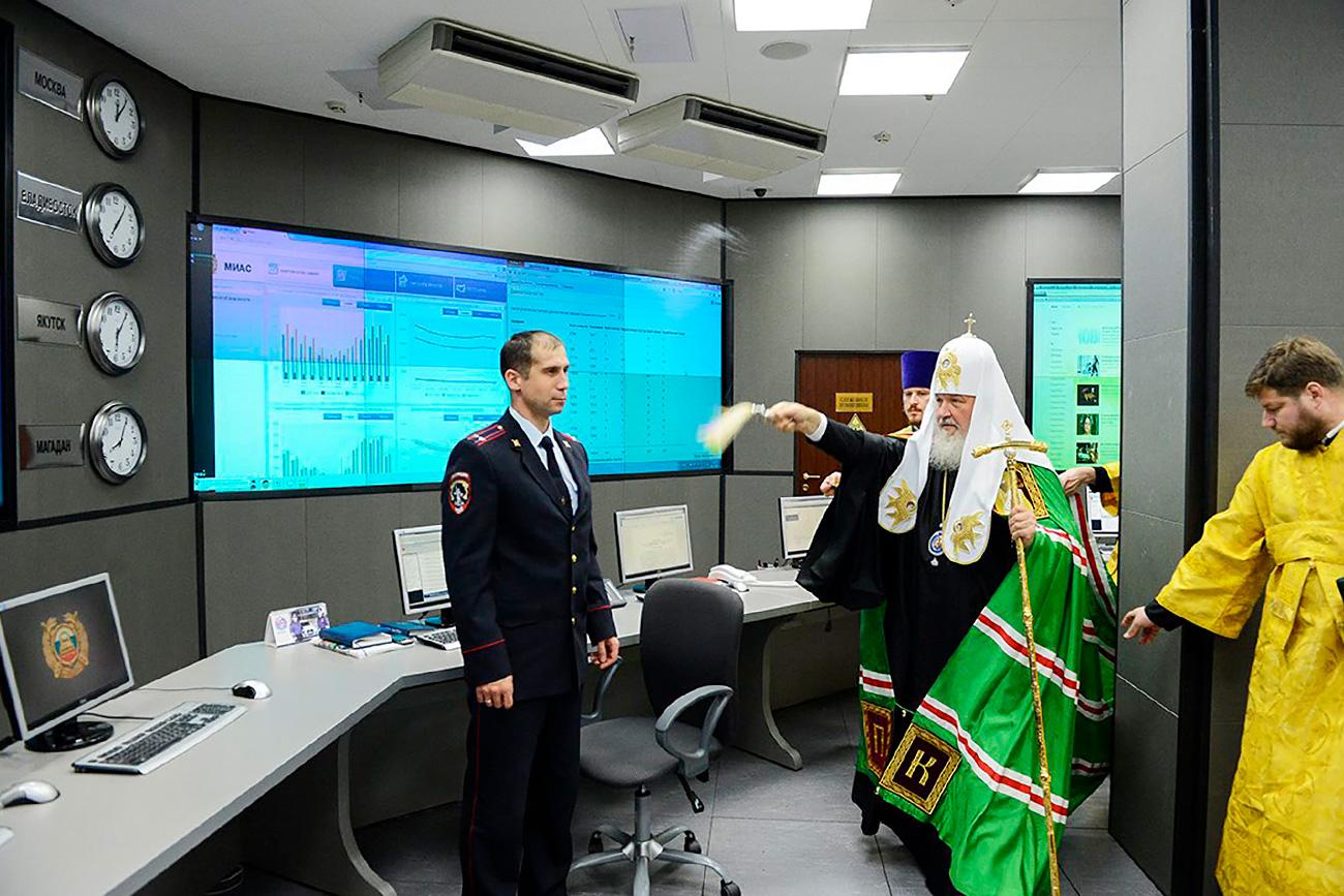 Патријарх Кирил освешта нову зграду Центра за специјалне намене МУП-а у осигурању саобраћаја. 2013.