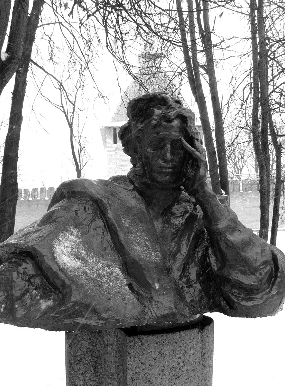 Smolensk: Pushkin's pensive bust stays behind the Kremlin's walls.