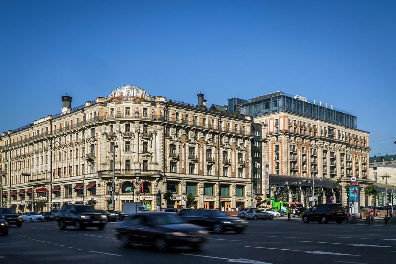 """""""Хотелът отваря врати през 1903 г. и, въпреки че цените там изобщо не са ниски, е препълнен с гости"""". Снимка: Константин Кокошкин / Global Look Press"""