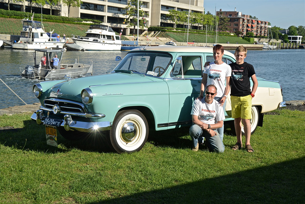 Dmitri Shvetsov with his family and the 1957 Volga М21V.