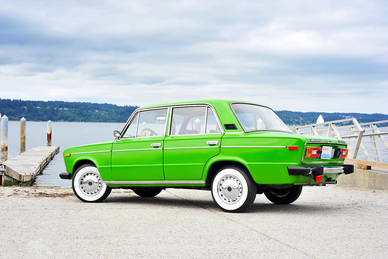 Roman e seu Lada VAZ 2106 verde (Foto: Envio Photography and Art)