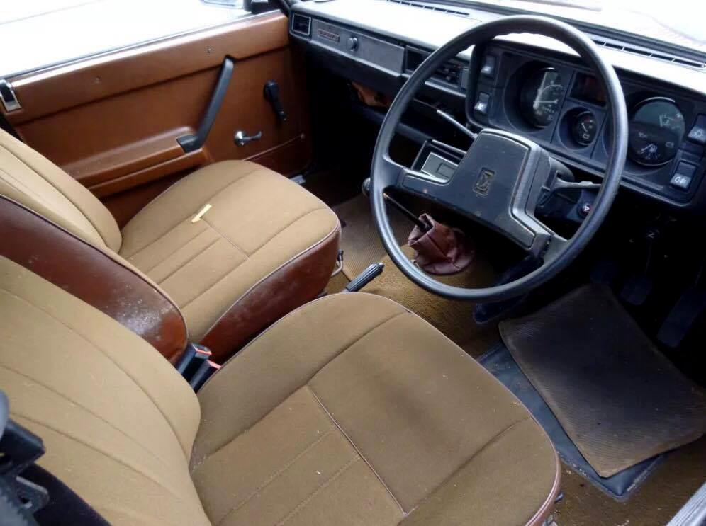 Este modelo Lada tem direção no lado direito (Foto: Arquivo pessoal)
