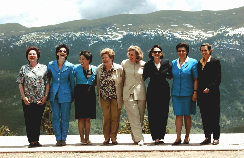 First ladies at G8 summit in Denver, 1997. Naina Yeltsina is 4th from left. Source: AFP