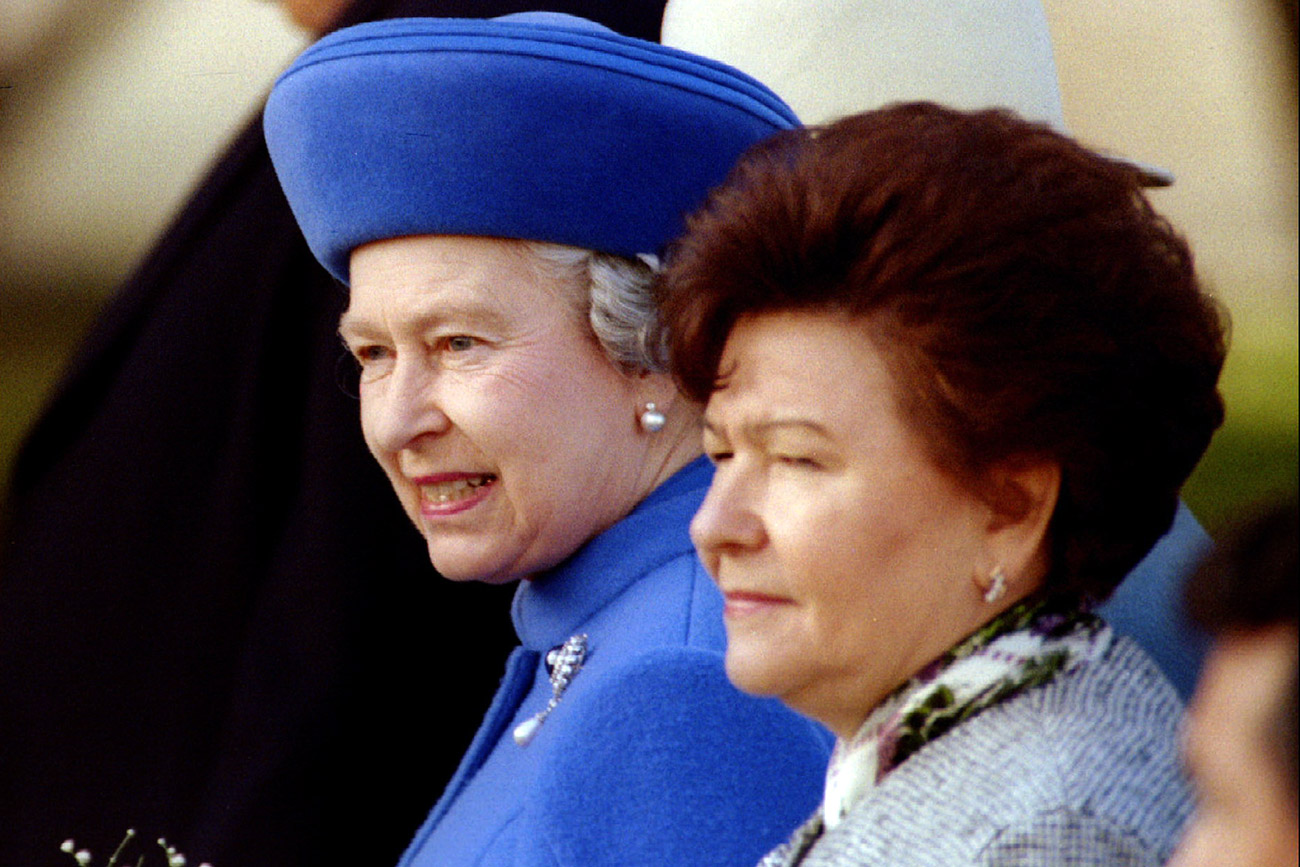Britain's Queen Elizabeth II and Russian first lady Naina Yeltsina look around as they tour the Kremlin in Moscow in 1994. Source: Reuters