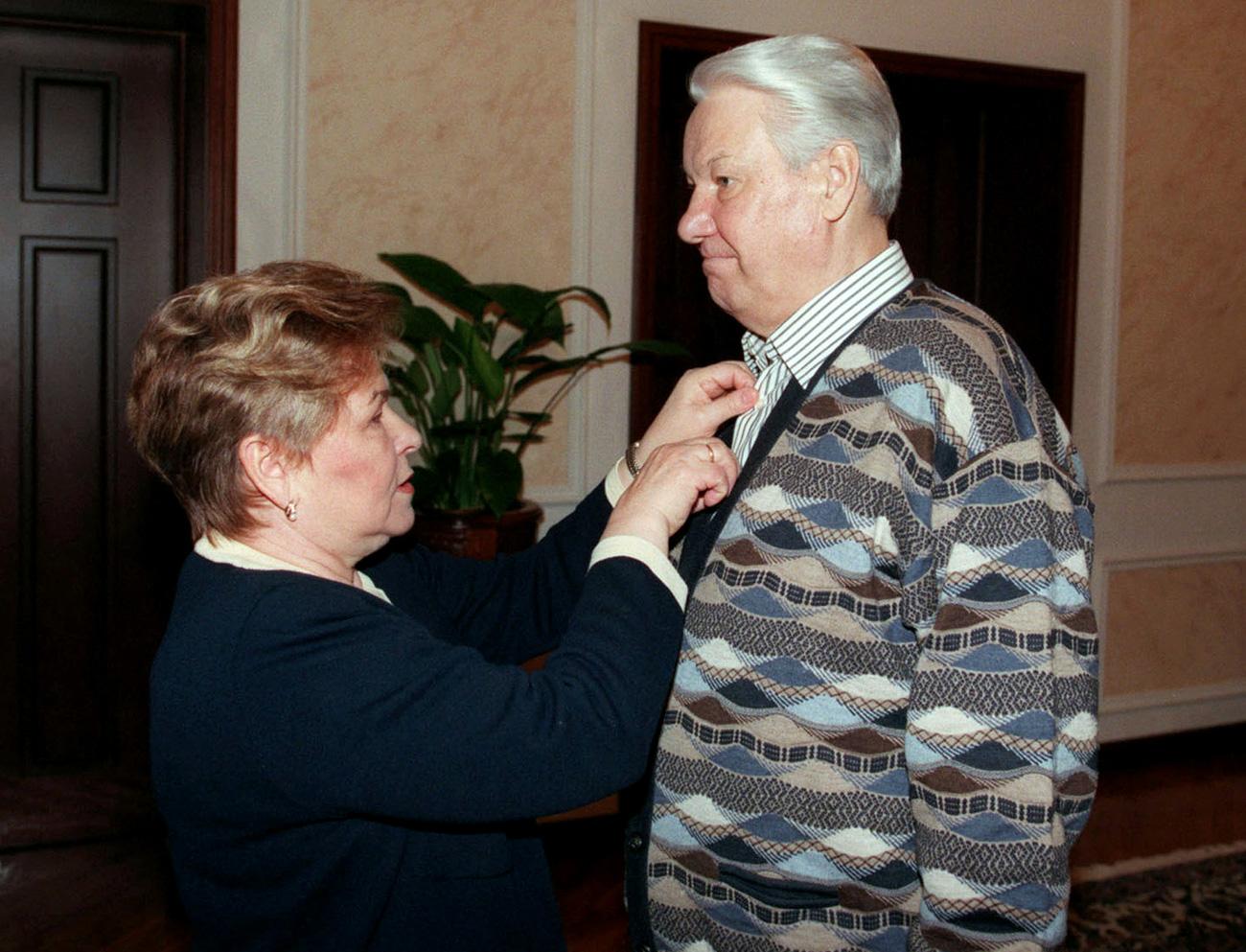 Naina Yeltsina adjusts a shirt of her husband (1998). Source: Reuters