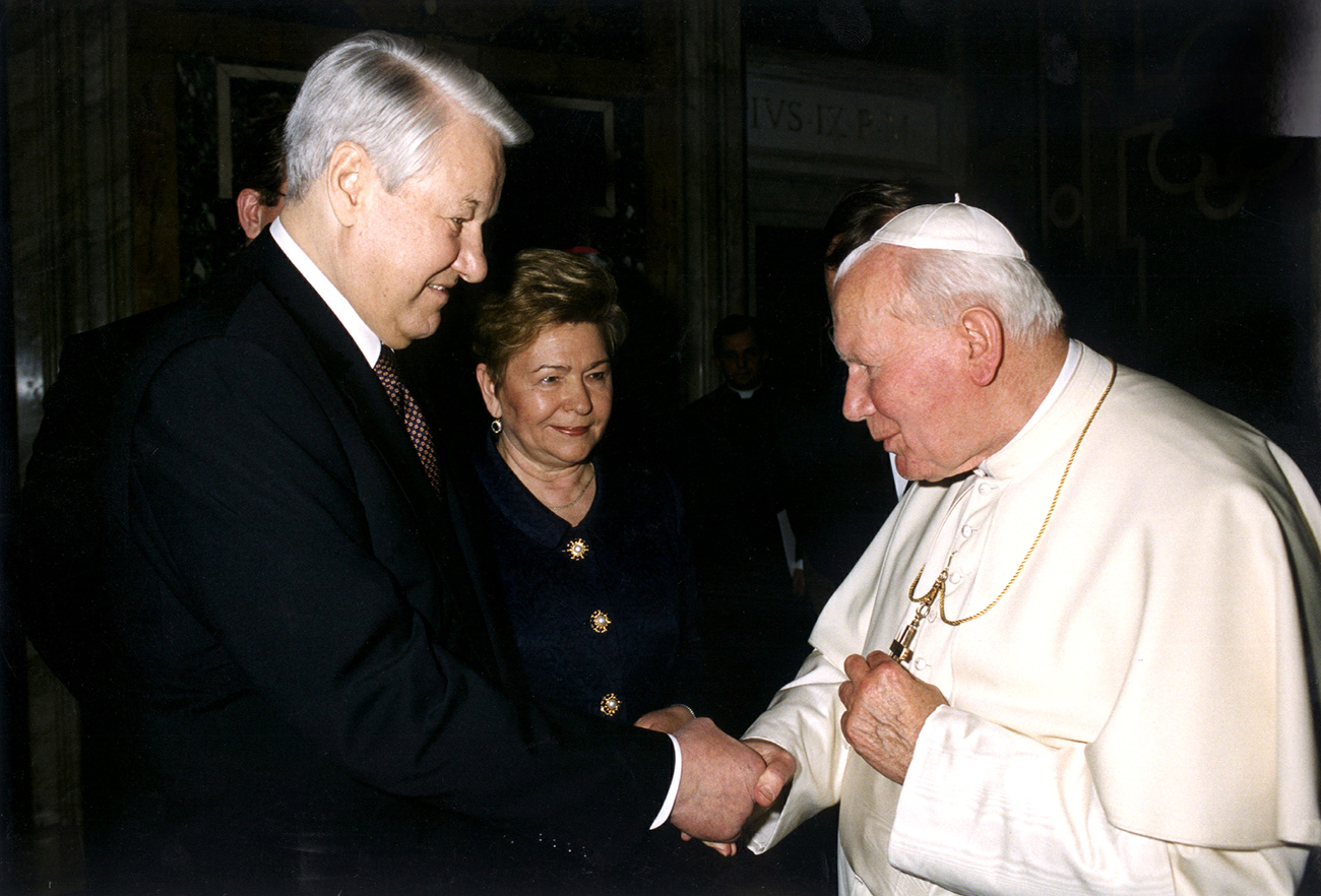 Pope John Paul II meets with Boris and Naina Yeltsin at the Vatican. Source: Reuters