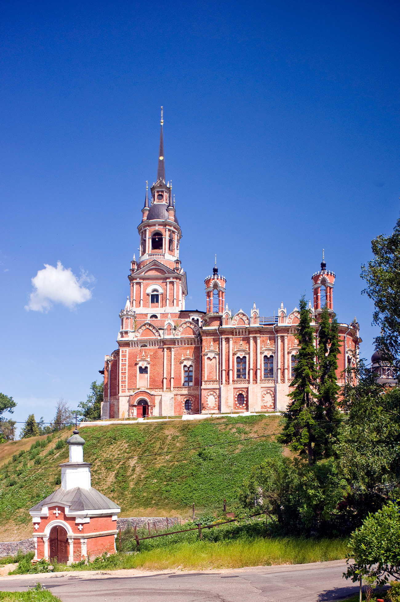 Cathedral of St. Nicholas. South view with Kremlin Chapel (built 1912). July 5, 2015. / Photo: William Brumfield