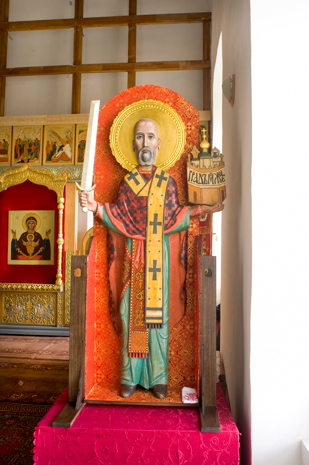 Cathedral of St. Nicholas. Interior with wooden statue of St. Nicholas of Mozhaisk. Aug. 21, 2012. / Photo: William Brumfield