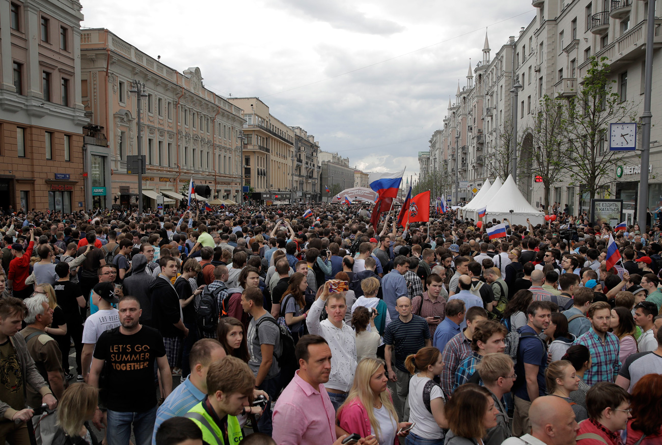 Protesters attend a demonstration in downtown Moscow, Russia, Monday, June 12, 2017. Russian opposition leader Alexei Navalny, aiming to repeat the nationwide protests that rattled the Kremlin three months ago, has called for a last-minute location change for a Moscow demonstration that could provoke confrontations with police.