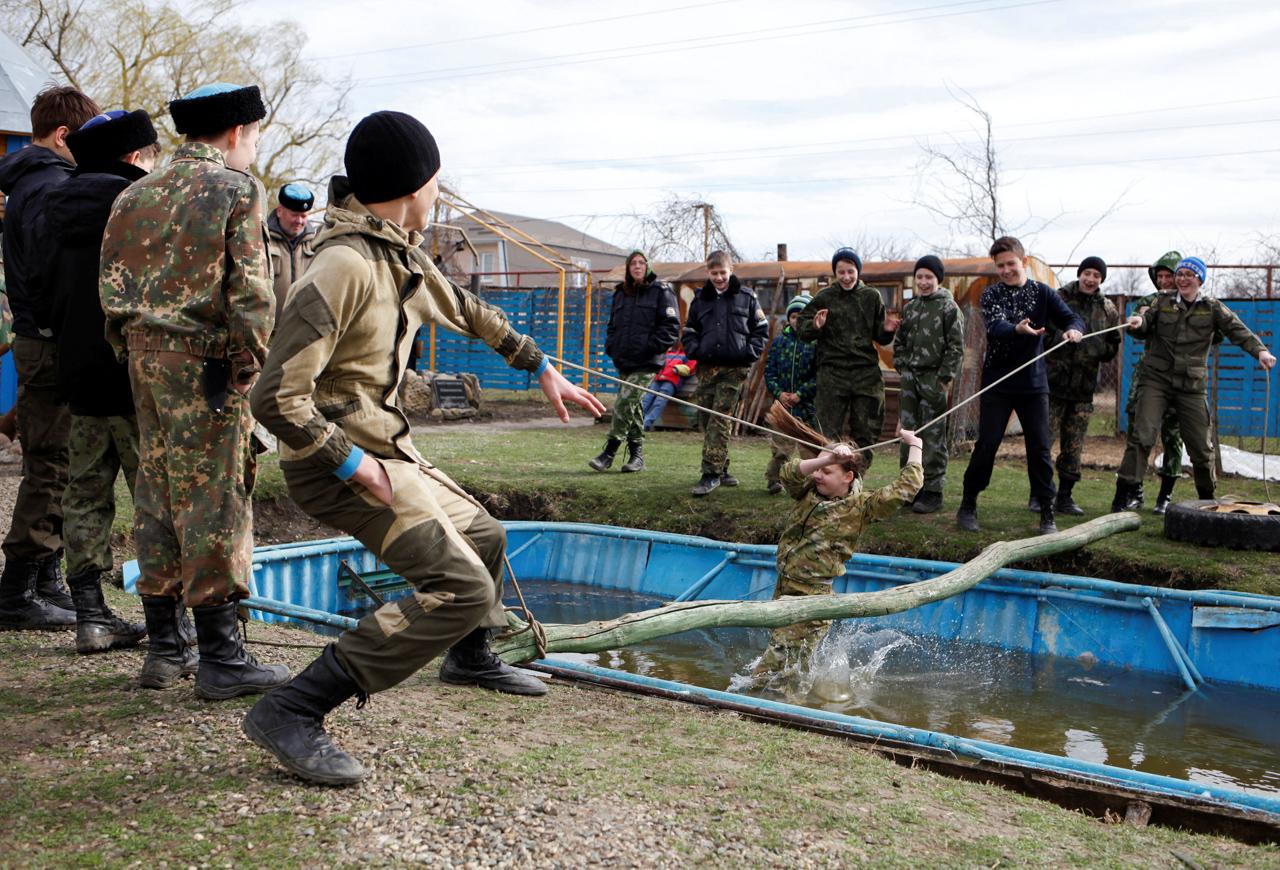 Zum Training gehören auch echte Bootcamps mit Wasserhindernissen und Schwimmstrecken.