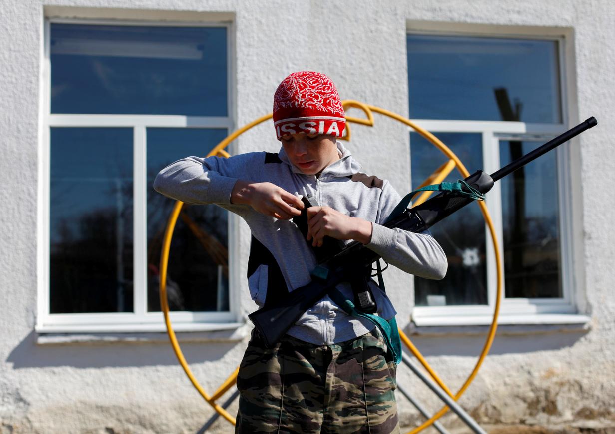 Bevor sie an eine echte Kalaschnikow dürfen, üben die Kadetten noch mit Saiga-Jagdgewehren.