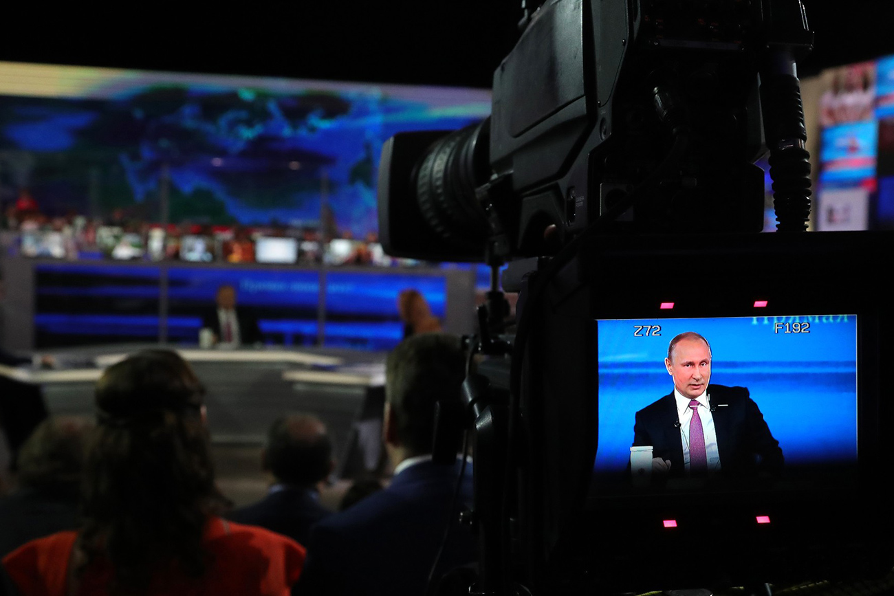 Prizor z današnje oddaje Direktna linija.