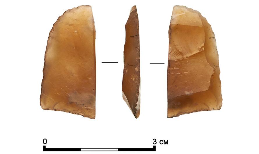 Fragmento de raspador de sílex, uma rocha sedimentar silicatada