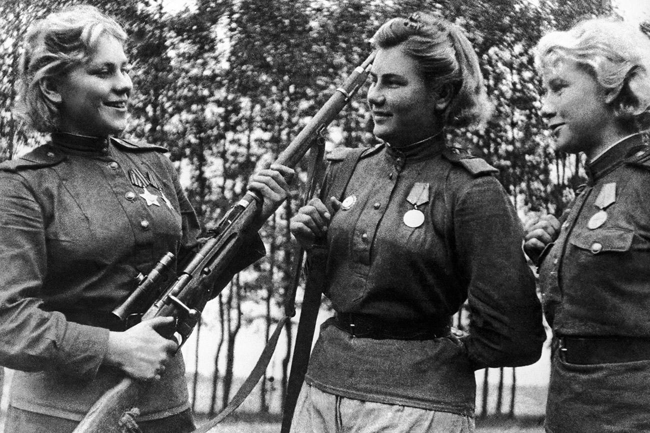 3rd Belarus Front. Snipers Roza Shanina, Alexandra Yekimova and Lidia Vdovina (left to right). / TASS