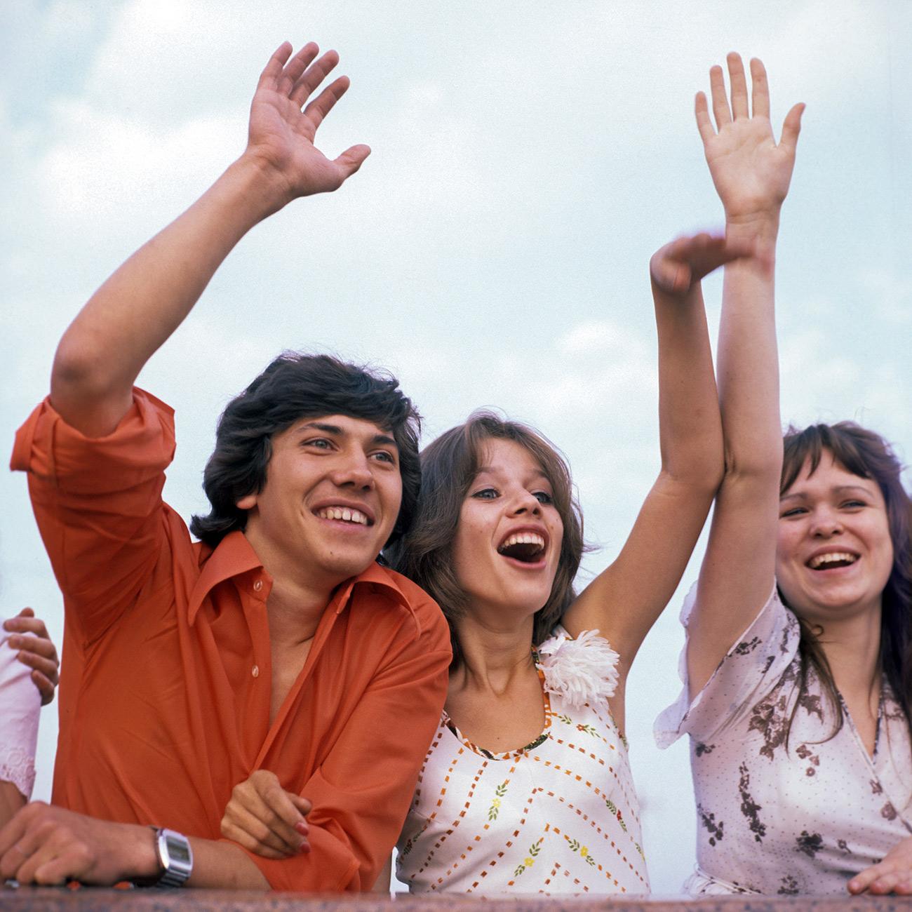 Al termine delle celebrazioni, la festa normalmente proseguiva nei ristoranti e nei locali notturni. Spesso si trascorreva la serata vicino al fiume Moscova
