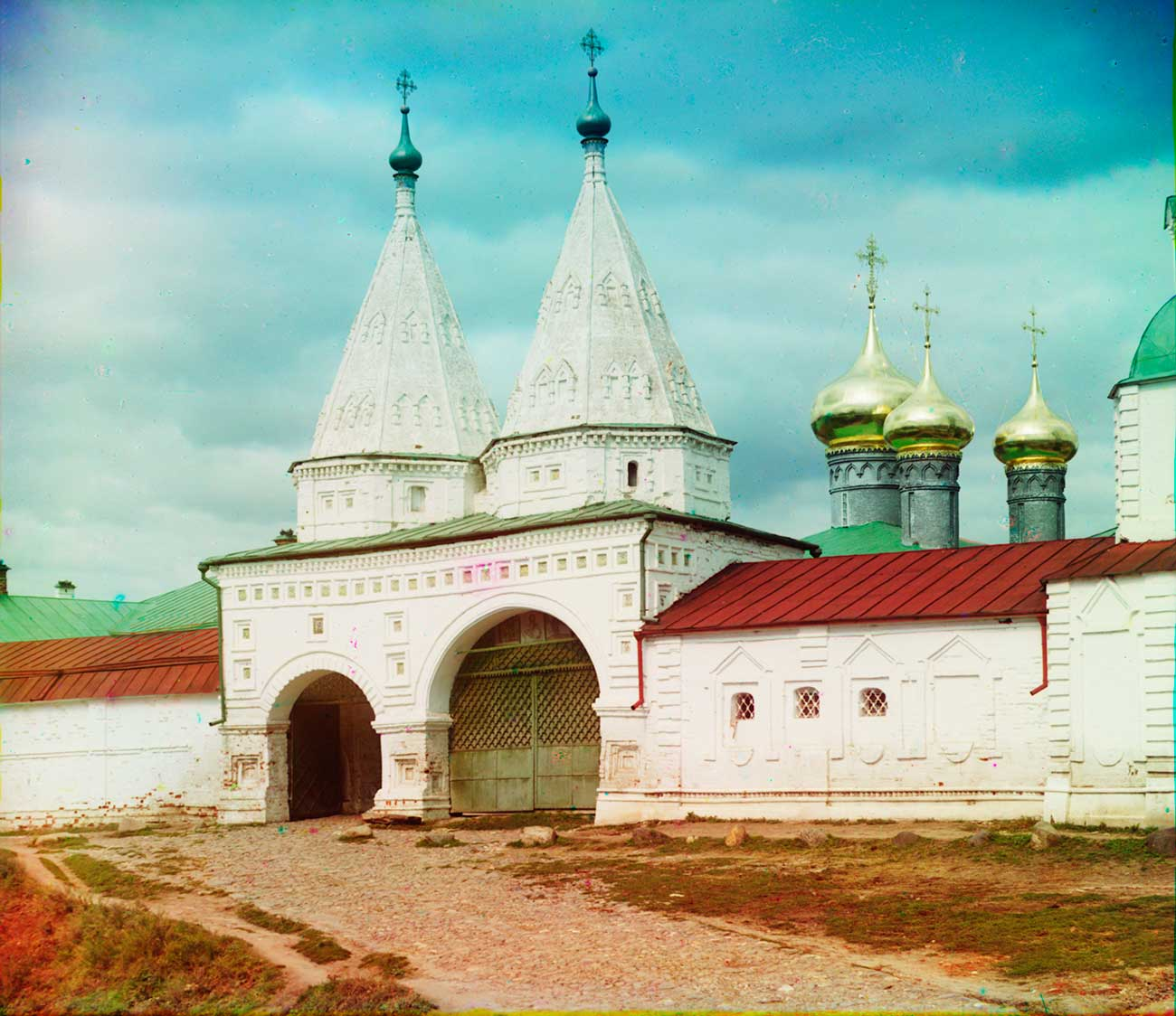 Convent of Deposition of the Robe. Holy Gates & south wall. Summer 1912.  / Sergei Prokudin-Gorsky