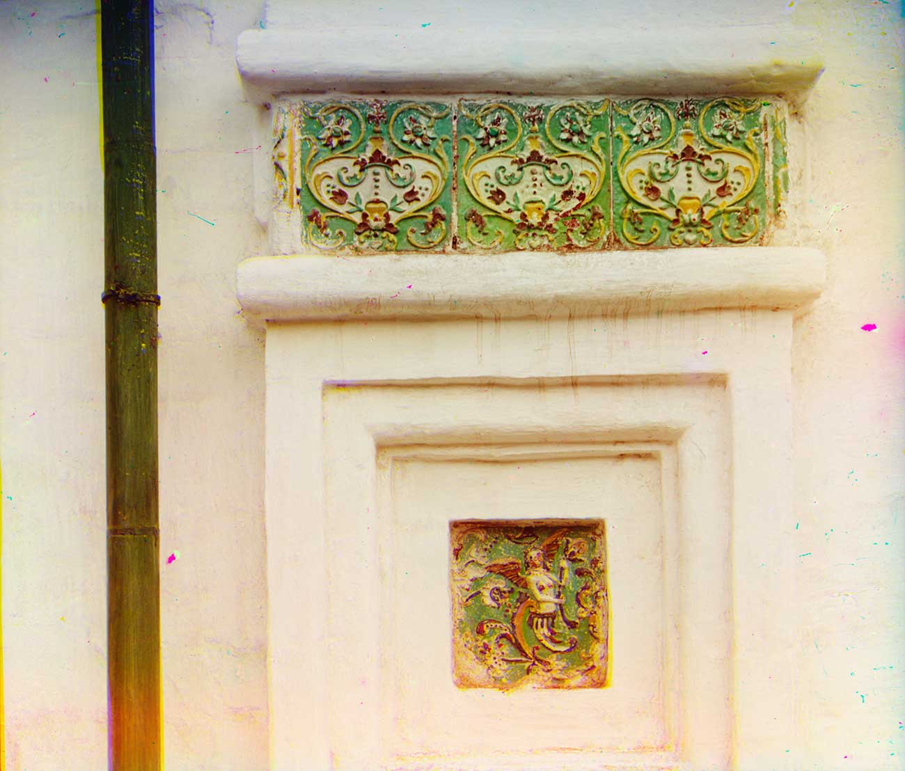 Convent of Deposition of the Robe. Cathedral, ceramic tiles on west facade. Summer 1912.  / Sergei Prokudin-Gorsky