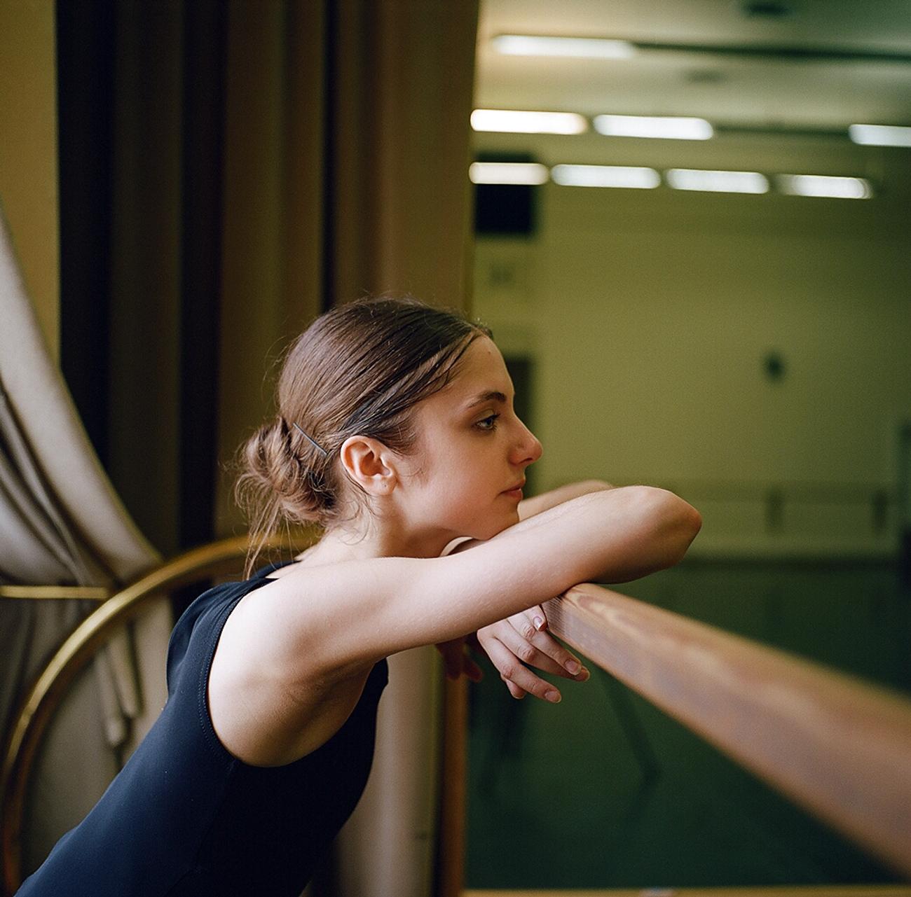Gli allievi del Bolshoj trascorrono buona parte delle proprie giornate all'interno di questo tempio russo del balletto, sognando di diventare un giorno come Maya Plisetskaya o Nikolaj Tsiskaridze
