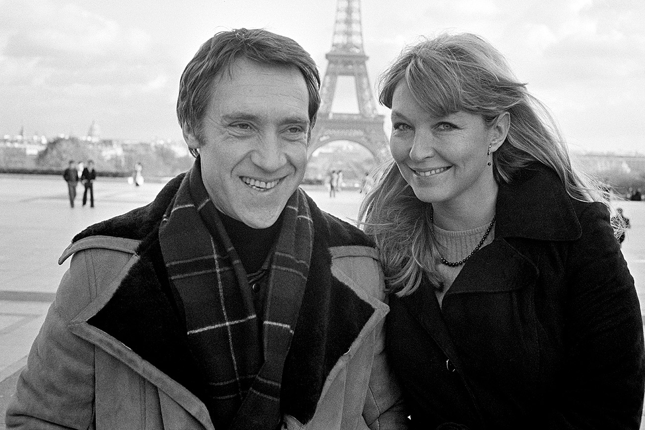 French actress Marina Vlady in Paris at the Trocadero with her husband Vladimir Vysotsky, a Russian anti-establishment actor, poet, songwriter and singer in the Soviet Union. He plays Hamlet at the Palais de Chaillot Theater in Paris in a stage production directed by Russian director Yuri Lyubimov.