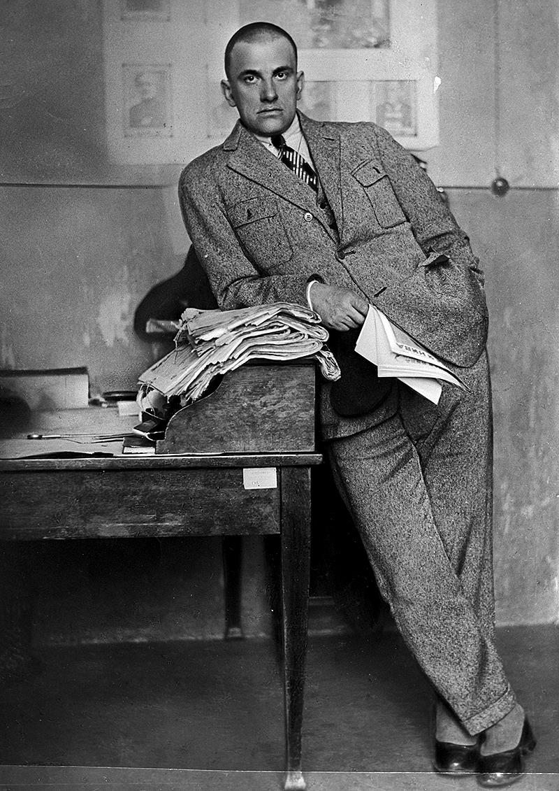 Poet Vladimir Mayakovsky (1893-1930) in 1926. A photo reproduction. Source: Nikolay Petrov/RIA Novosti
