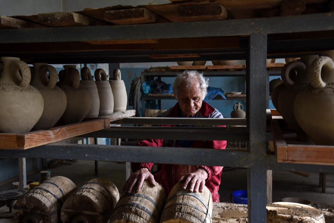 Fanagoria réalise le cycle complet d'élaboration des vins, du semis et du traitement du raisin à la maturation du vin et la distribution.