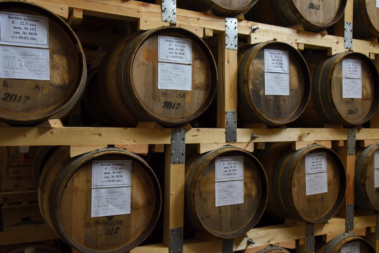 Jedinstvena mikroklima na podneblju između dva mora omogućila je Fanagoriji da proizvede različite vrste alkoholnih pića: bijelo i crno vino, pjenušava vina, konjak, votku od grožđa (poznatiju kao ćaća) i likere.