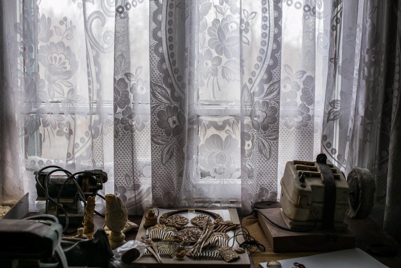 Umjetnička djela iz Holmogorija bila su poznata diljem Rusije. Lokalne su majstore u 17. stoljeću često zvali u Moskvu kako bi radili u Moskovskom kremlju za potrebe ruskih careva.