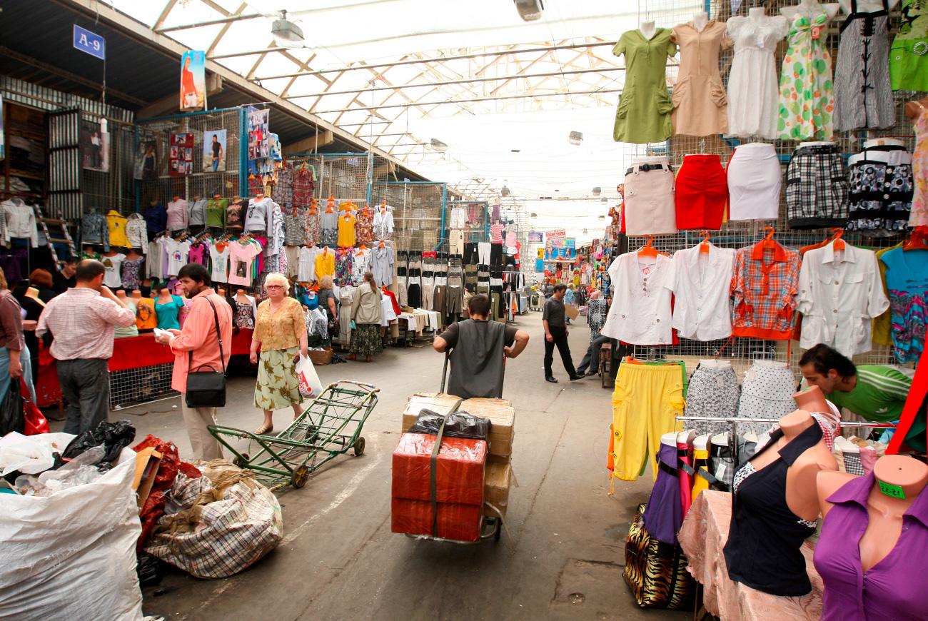 Пазарот на облека Черкизовски во Москва.