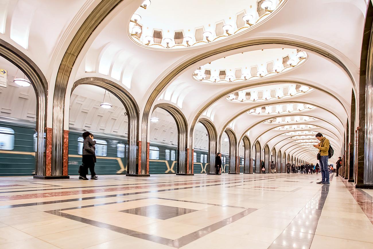 Estación de metro Maiakóvskaia
