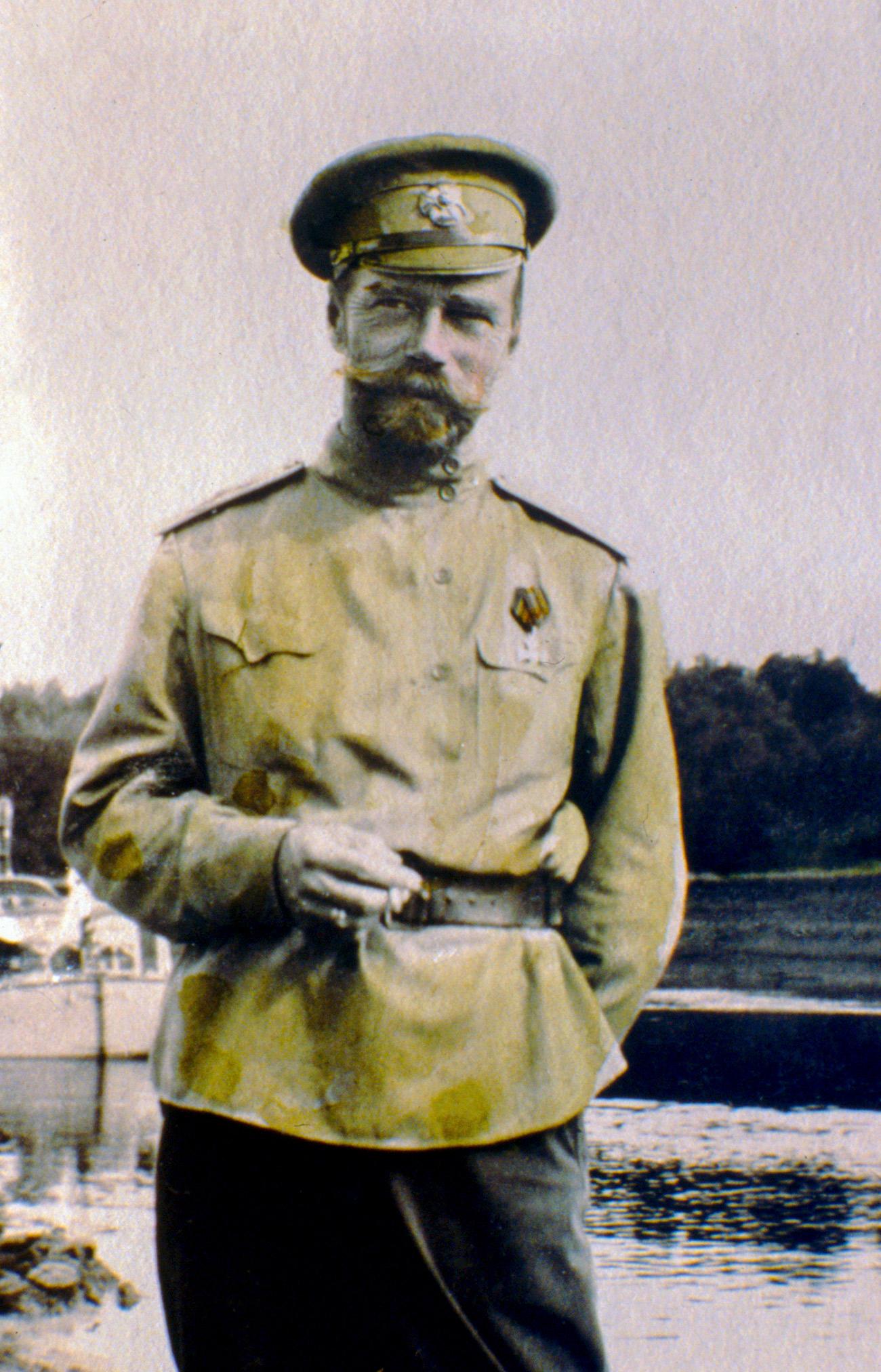 La famiglia imperiale russa amava la fotografia, diventata molto popolare nella metà del XX secolo. I progressi tecnologici avevano infatti reso l'arte della fotografia accessibile a un amplio pubblico e anche lo zar russo si avvicinò a questo hobby. Nella foto, lo zar Nicola II