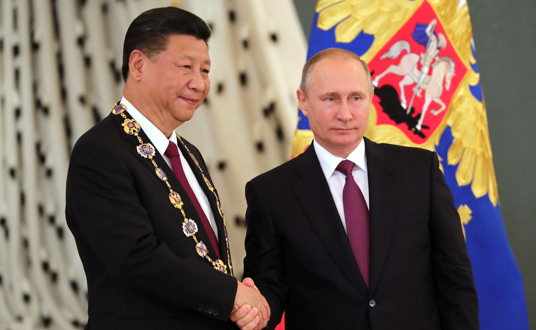 Vladimir Putin presented Xi Jinping with the Order of St. Andrew, Moscow, July 4, 2017.