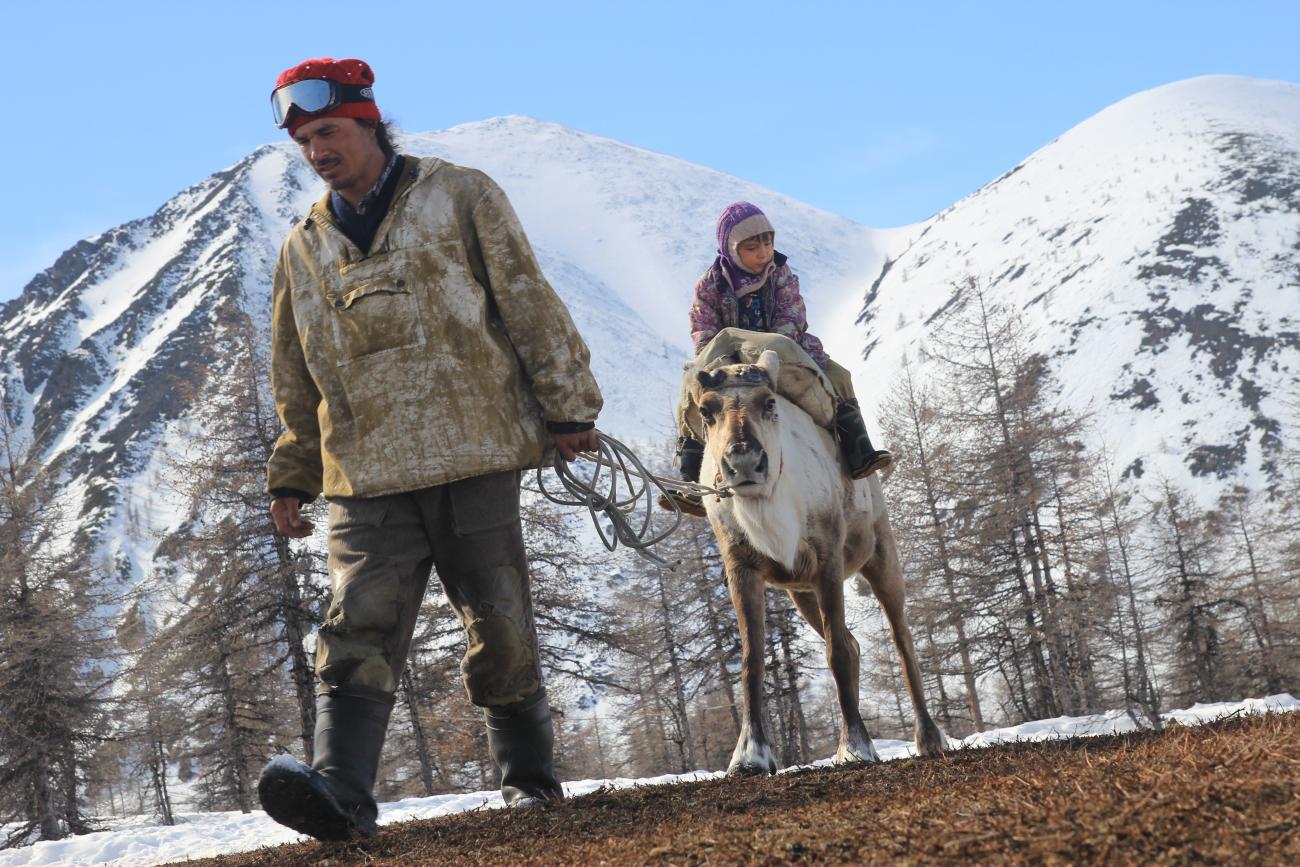 A parte questo, vivere in Yakutia è come vivere all'interno di una favola: i ragazzi vanno a scuola in sella a delle renne