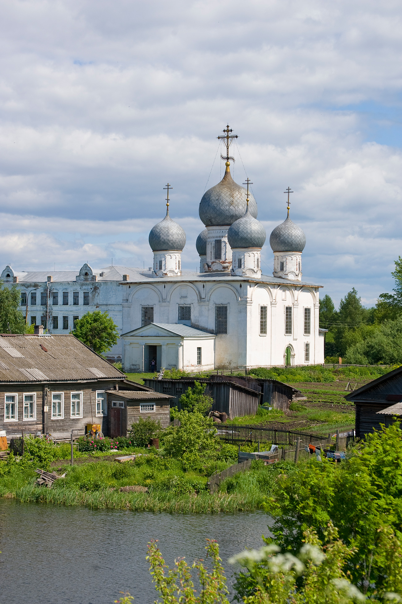 Cathedral of Transfiguration, southwest view from south rampart of kremlin. June 9, 2010. / William Brumfield